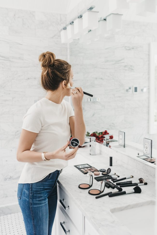 fresh-white-bathroom-fashion-blogger